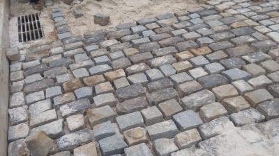 SESCOP realiza manutenção de calçamento do bairro da Jabequara da Areia