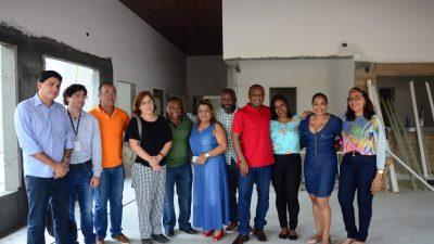 Obras do CAPS e Academia da Saúde receberam a visita do prefeito, sua comitiva e de representantes do Estado (PROSUS)