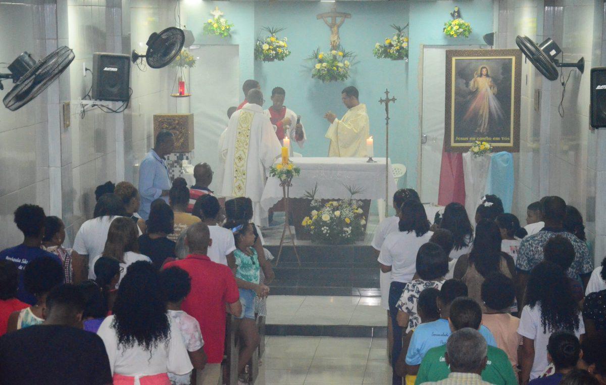 Fiéis lotaram a missa de abertura dos festejos em honra a Jesus Misericordioso