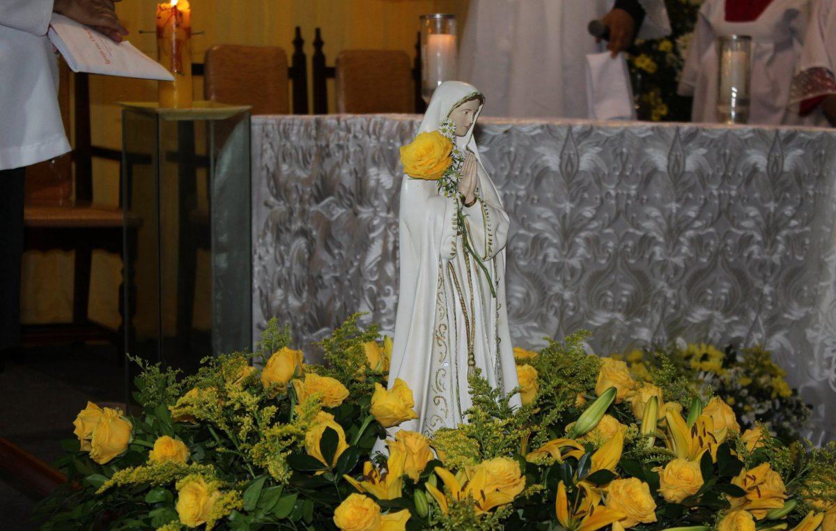 Fiéis do bairro de Campinas renderam homenagens a Nossa Senhora de Fátima