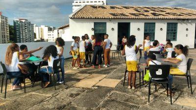 Alunos da Frei Eliseu Eismman aprenderam mais sobre a história da primeira capital do Brasil em visita ao Museu Náutico