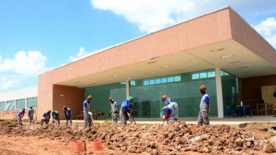 Obras para a ampliação e adequação da Policlínica Regional de Saúde andam a passos largos