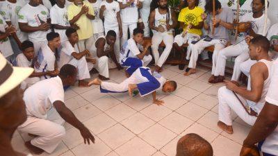 Associação de Capoeira Africanos do Recôncavo realizou batizado com dezenas de jovens franciscanos