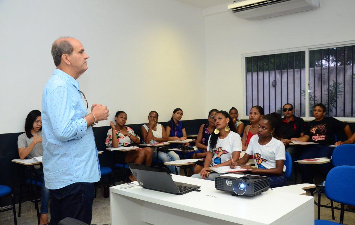 """Empreendedores franciscanos participaram da oficina sobre """"Capital de Giro"""" promovida pela Secretaria de Desenvolvimento Econômico"""