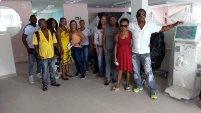 Pacientes de São Francisco do Conde que realizam hemodiálise em cidades circunvizinhas visitam as instalações do Instituto de Nefrologia do Recôncavo (INERE)