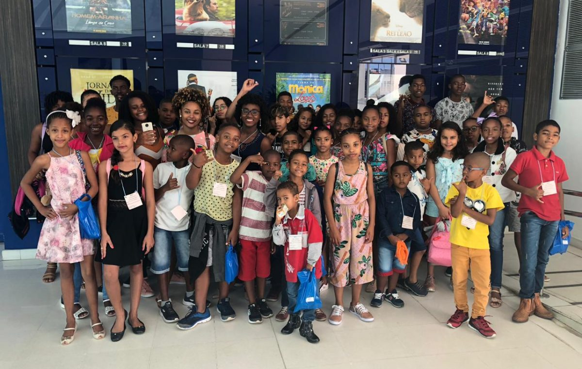 CRAS promoveu às crianças e adolescentes do SCFV passeio ao shopping
