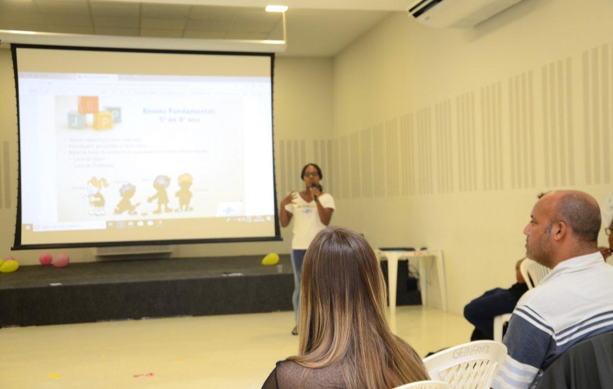 """""""Sou quem sou porque somos todos nós"""" foi o lema trabalhado no terceiro encontro do Programa Jovens Empreendedores Primeiros Passos"""