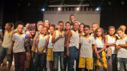 Questões como bullying e racismo são temas de peça teatral assistida por estudantes da Rede Municipal de Ensino de São Francisco do Conde