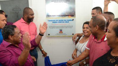 Em clima de festa, a Prefeitura entregou à comunidade a Unidade de Saúde da Família Maria José da Cruz