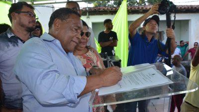 Prefeito assinou Ordem de Serviço para retomada da construção da Unidade de Saúde de Paramirim