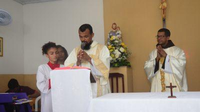 Fiéis e moradores do bairro do Engenho de Baixo renderam homenagens a Nossa Senhora da Conceição
