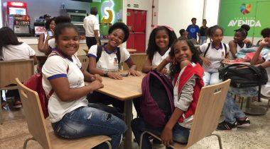 Ida ao cinema enriquece aprendizagem de estudantes da Rede Municipal de Ensino
