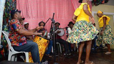Criatividade  e mistura de ritmos marcam o sábado de Carnaval em São Francisco do Conde