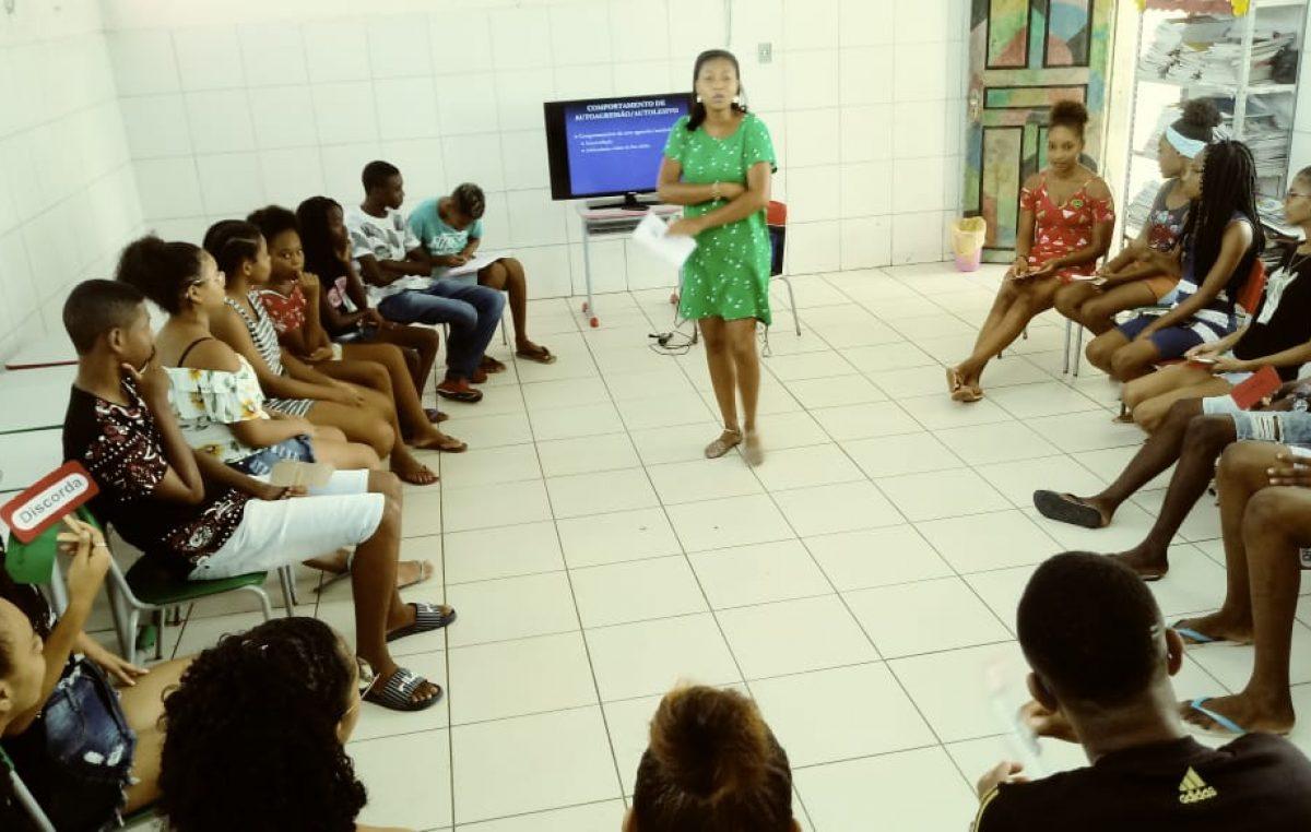 Unidade de Saúde da Família do Monte Recôncavo e CREAS conversam com alunos sobre saúde mental e automutilação