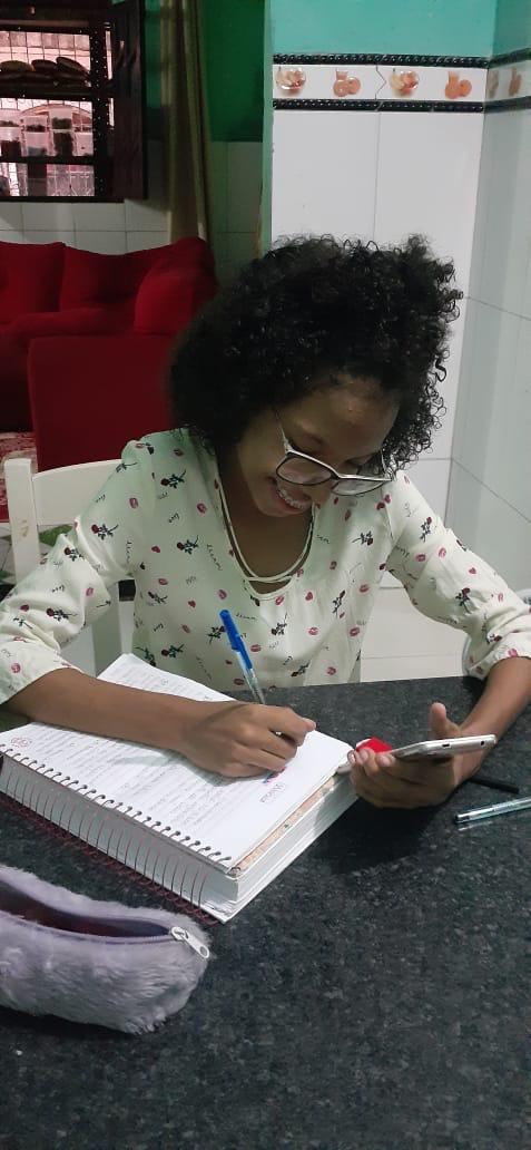 Alunos da Cruz Rios dão exemplo de dedicação aos estudos durante a quarentena