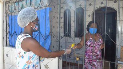 Máscaras artesanais estão sendo doadas por todo o município