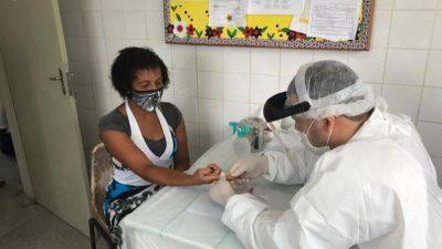 Trabalhadores do comércio essencial de Jabequara fizeram testes rápido para COVID-19, nesta sexta-feira (17)