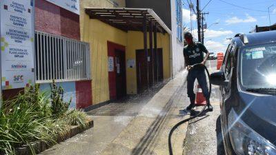 Na luta contra o COVID-19, ruas passam por desinfecção